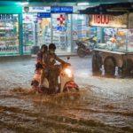 中国で天変地異が起こっている。地震・雷・大洪水。工場の爆発