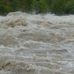 三峡ダム大放水で武漢市民は腰まで水浸しで「誰か助けて~